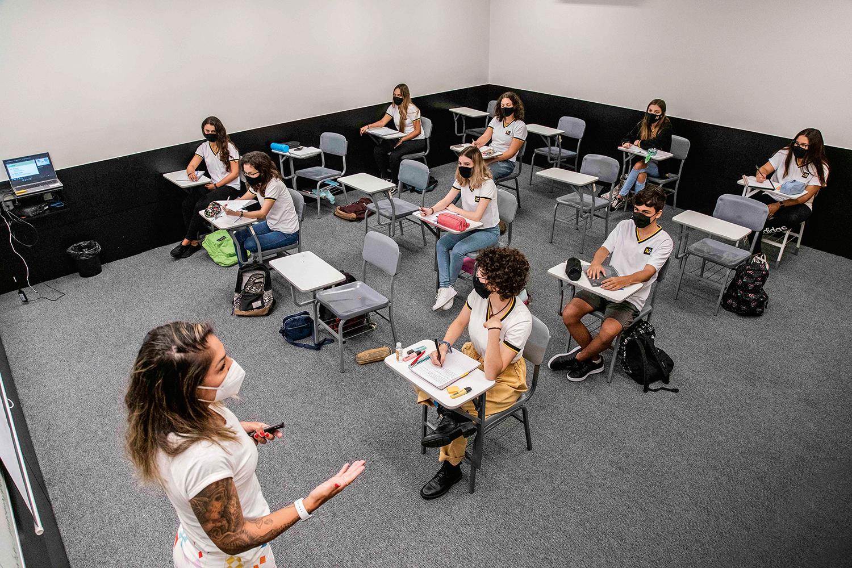 HORA DA REVISÃO - Colégio AZ, no Rio: não dá para seguir em frente sem olhar para trás -