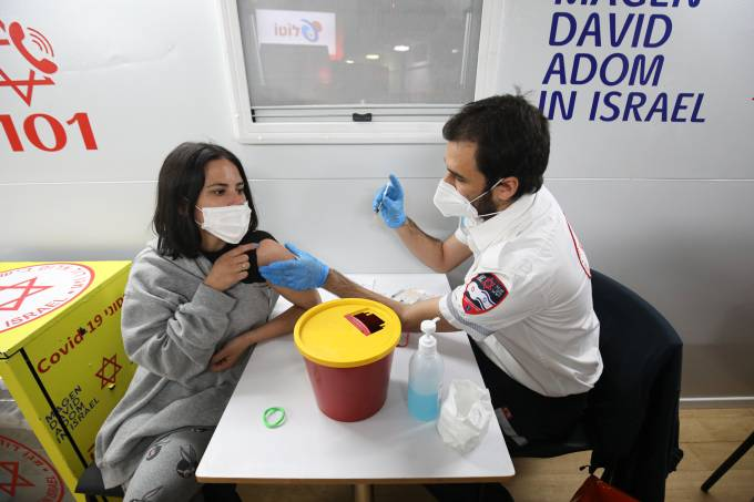 Non-alcoholic drink campaign held in Israel to encourage youths to be vaccinated against Covid-19