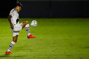 Artilheiro do Vasco, Cano marcou, mas não evitou novo rebaixamento -