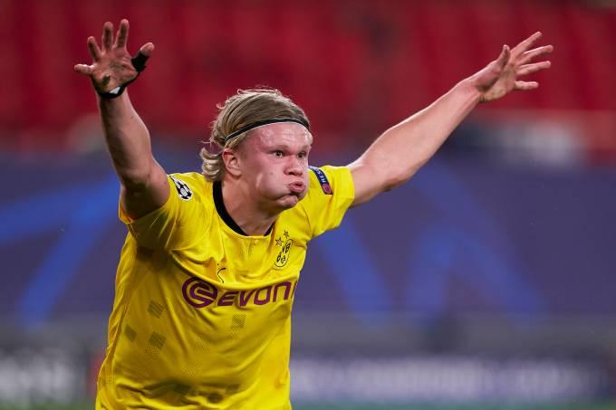 Erling Haaland comemora gol do Borussia Dortmund diante do Sevilla