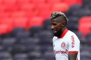 Rodinei, do Internacional, após receber cartão vermelho contra o Flamengo -77