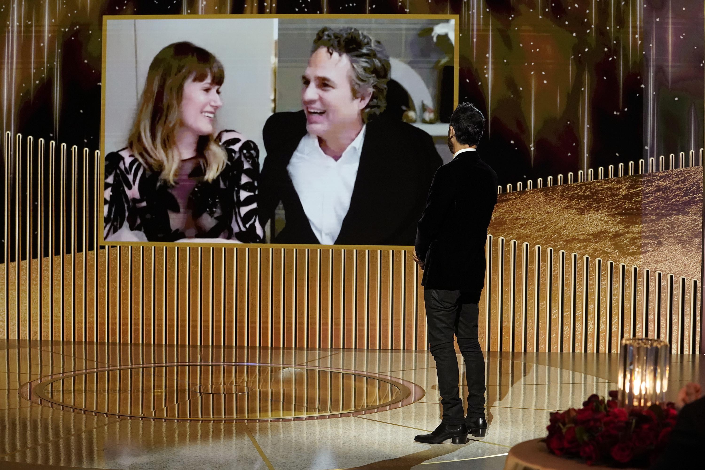 Mark Ruffalo vence o Globo de Ouro por 'I Know This Much Is True' -