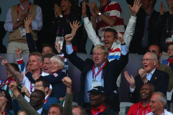 Boris Jonson, com David Beckham ao fundo, na Olimpíada de Londres; capital receberá Euro em 2021