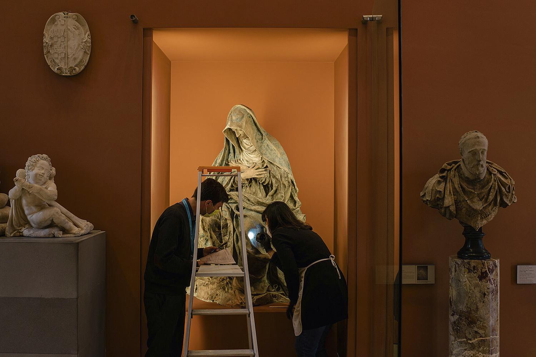 MINÚCIAS -Técnicos monitoram restauro: máscaras e distanciamento -