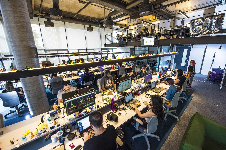 ALVO -Falhas de segurança: em 2020, o banco digital Nubank foi vítima de fraudes cibernéticas e expôs informações de clientes -