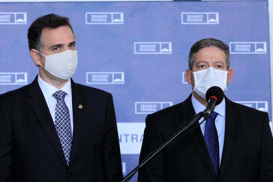 O presidente do senado, Rodrigo Pacheco, ao lado do presidente da Câmara, Arthur Lira - 03.02.2021