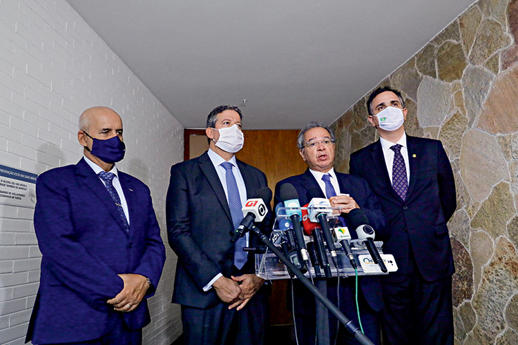 "PROMESSA -Guedes e os líderes do Congresso: ""Se estabelecermos um novo marco fiscal, o Brasil será outro"" -"