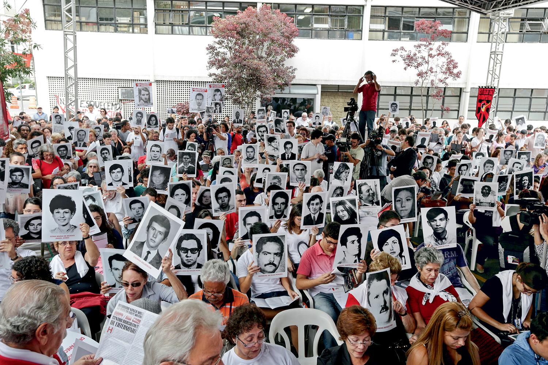 MEMÓRIA- Protesto em São Paulo: familiares lembram as 434 pessoas mortas ou desaparecidas durante o regime militar -