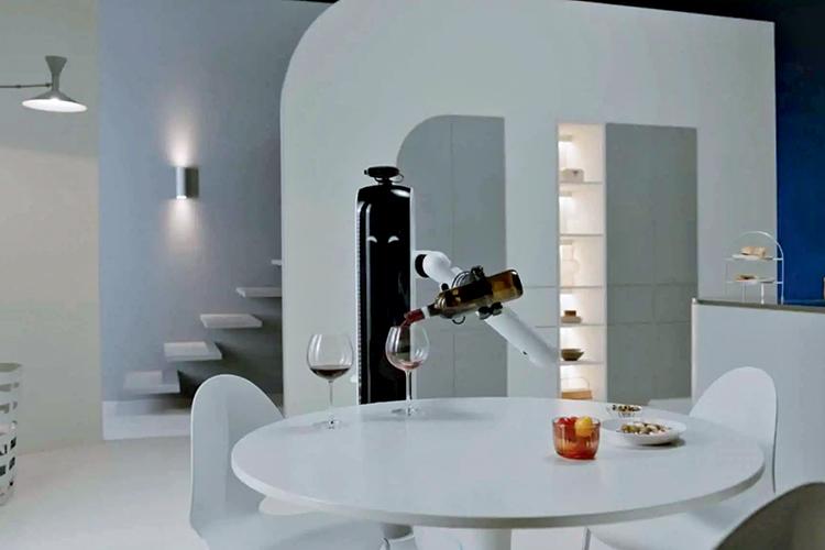 PRONTO PARA SERVIR - Handy, o mordomo da Samsung, só precisa de um braço para recolher a roupa e a louça, pôr a mesa e servir o vinho -