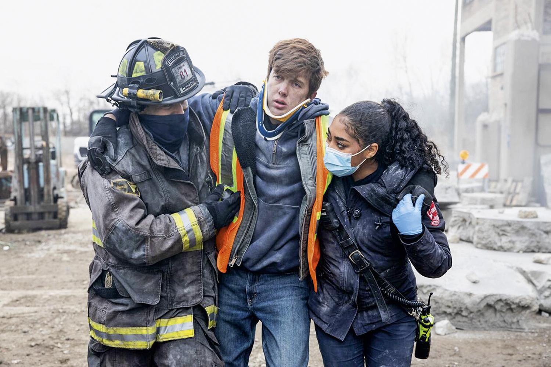 O MUNDO NÃO PARA -Chicago Fire: bombeiros em ação lidam com incidentes do dia a dia para além da Covid-19 -
