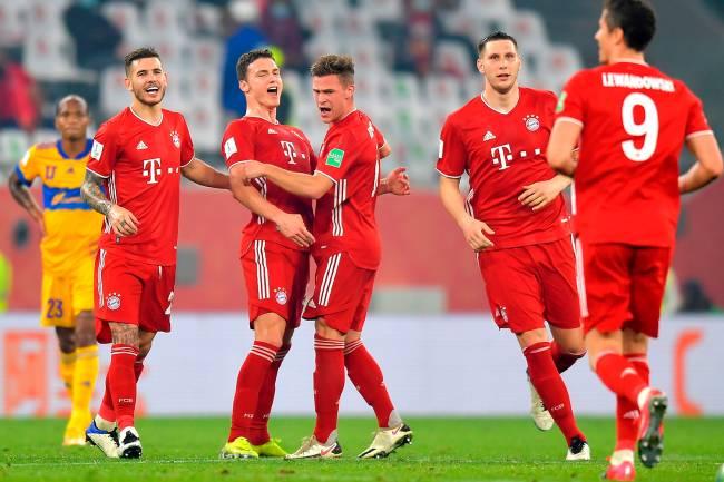 Jogadores do Bayern comemoram o gol que abriu o placar diante do Tigres na final do Mundial de Clubes FIFA -