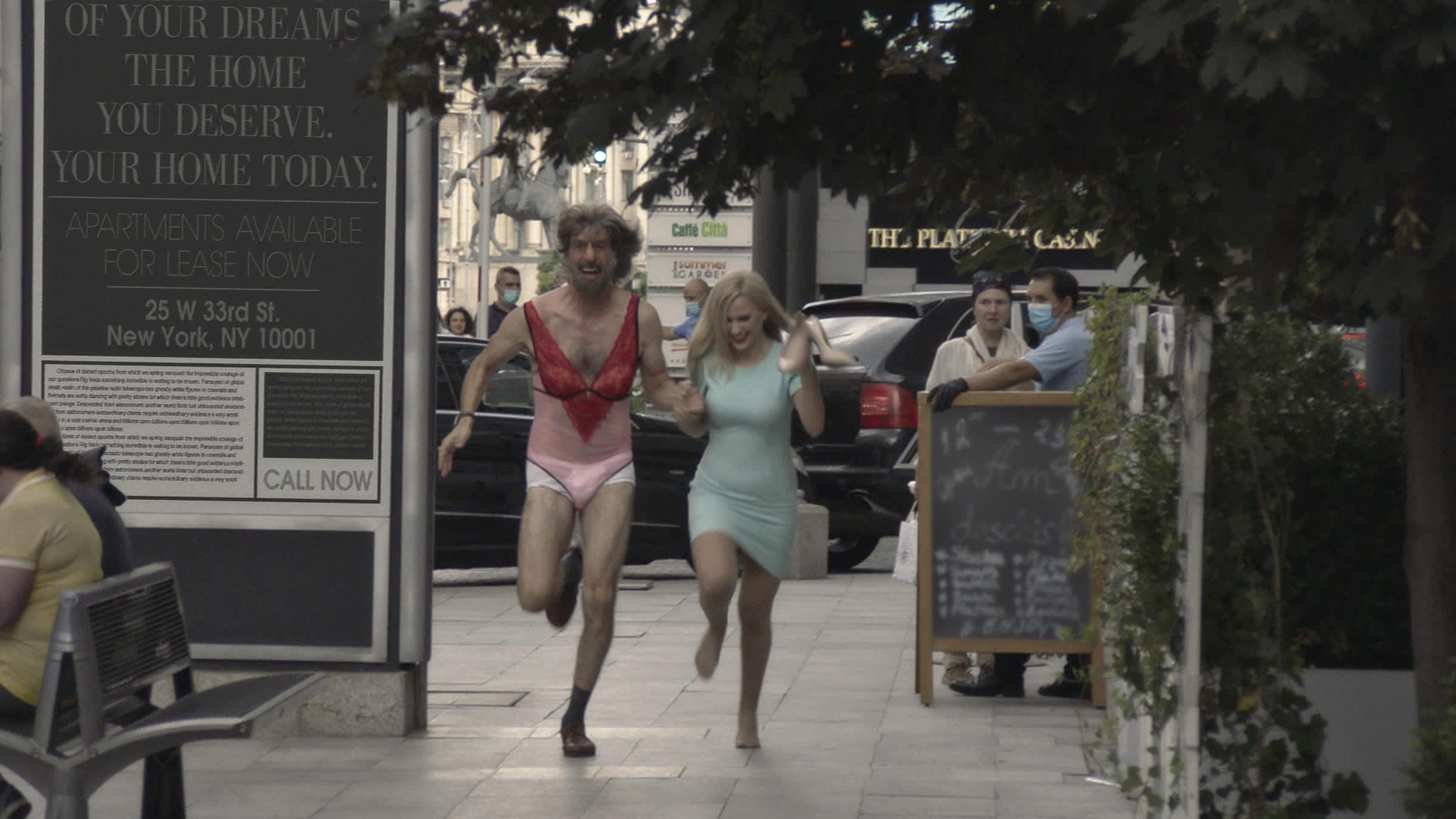 Sacha Baron Cohen e Maria Bakalova no filme 'Borat: Fita de Cinema Seguinte'