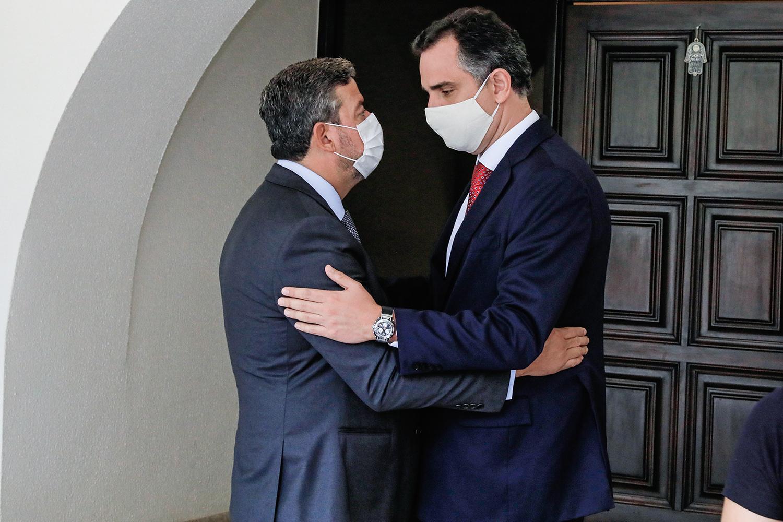 ALINHADOS -Lira e Pacheco, novos presidentes da Câmara e do Senado: a missão de aprovar o auxílio para Bolsonaro -