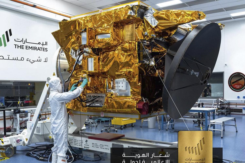 TECNOLOGIA -Técnico trabalha na primeira sonda orbital árabe: feito inédito -