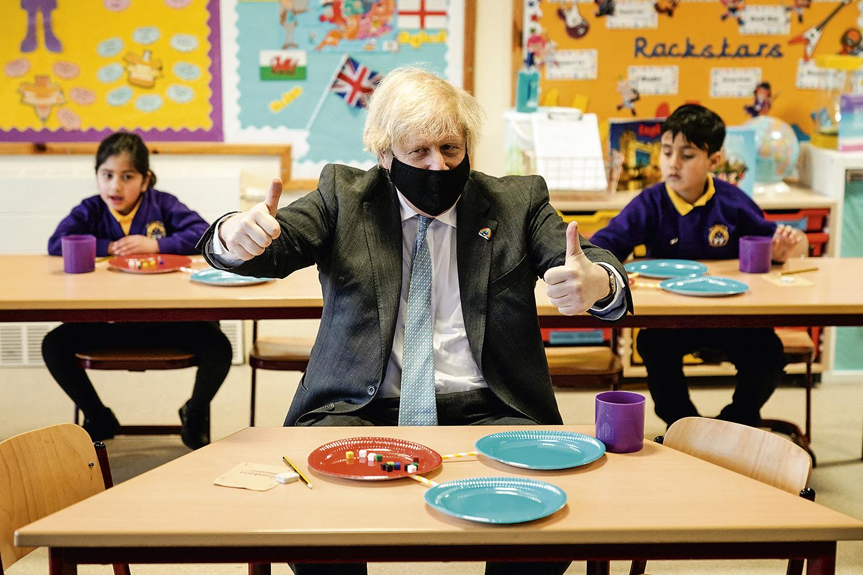 ALÍVIO -O primeiro-ministro britânico Boris Johnson: redução de 80% nos riscos de internação -