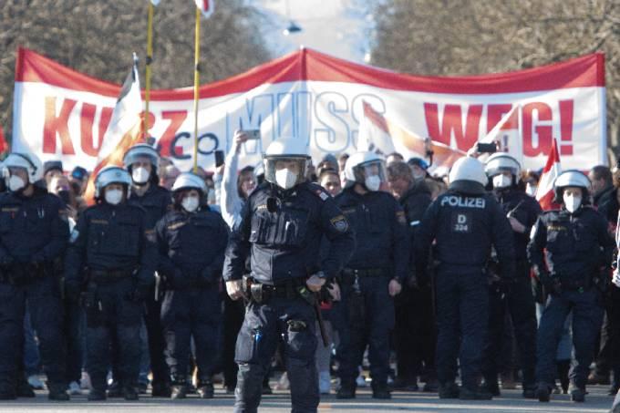 Protesto em Viena contra restrições da Covid-19: 06/03/21