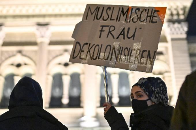 Protesto contra xenofobia na Suíça