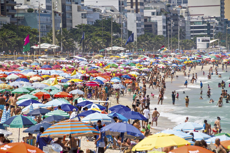 PRAIA CHEIA -Orla carioca no domingo 14: vida aparentemente normal -