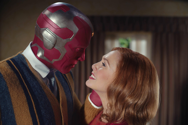 Visão (Paul Bettany) e Wanda (Elizabeth Olsen) em 'WandaVision' -