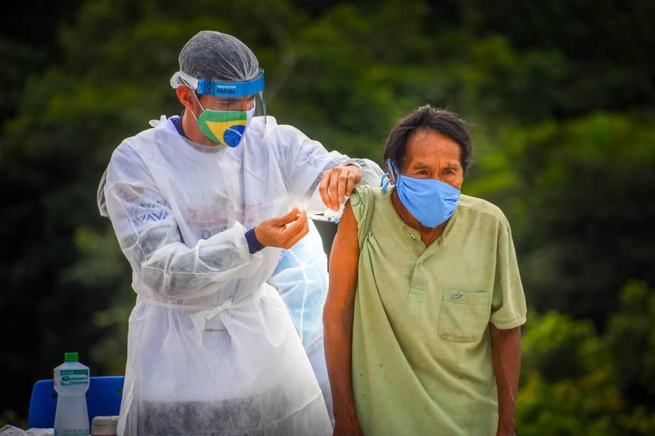 Vacinação contra a Covid-19 em tribos indígenas na Amazônia -