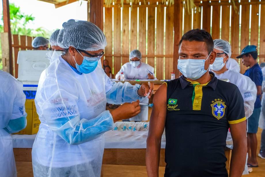 """""""Eu vi as bolinhas na TV"""", disse Casemiro Seabra Penha, de 37 anos, referindo-se à forma do vírus que, vez ou outra, é reproduzida em reportagens -"""