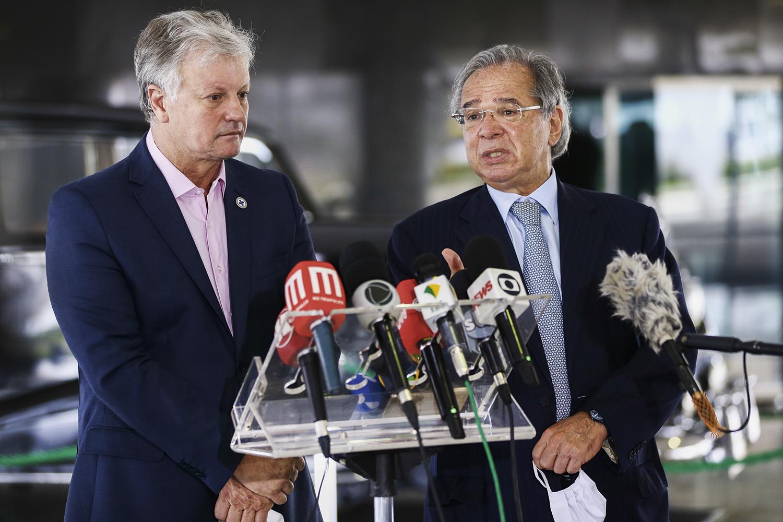 """COBRA- O político e empresário Cascavel, com Paulo Guedes: o principal assessor de Pazuello e """"ministro de fato"""" -"""