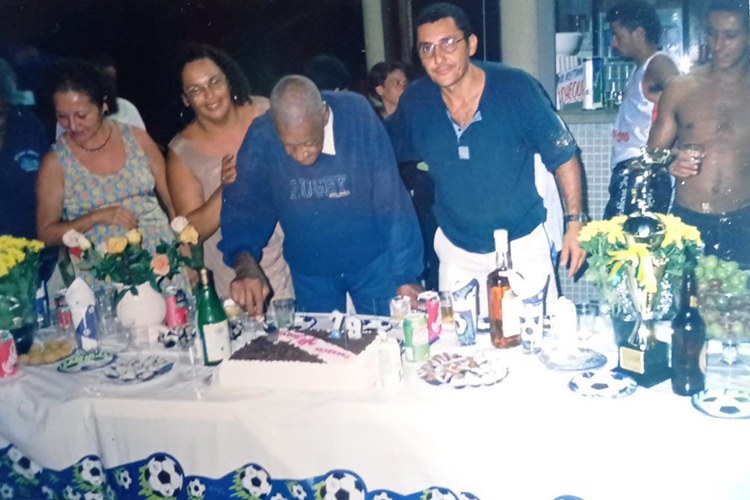 Ao lado de Tereza Borba e do marido Mauro em seu último aniversário, em Praia Grande -