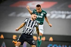 Breno Lopes na cabeceada que deu a vitória ao Palmeiras contra o Santos -