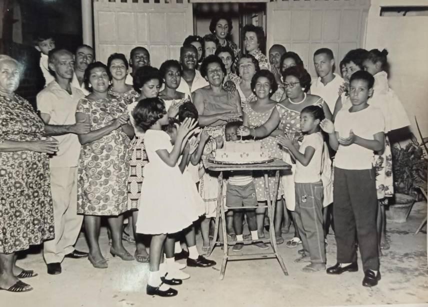 Barbosa com familiares e amigos em aniversário da esposa Clotilde -