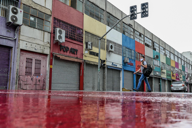 COLAPSO ECONÔMICO - Lojas fechadas em São Paulo: paralisação forçada pelo aumento de casos -