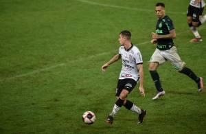 Lucas Piton, do Corinthians, em ação no Paulista -