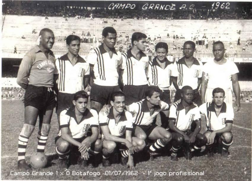 Defendendo o gol do Campo Grande, em 1962, o último clube que atuou como profissional -