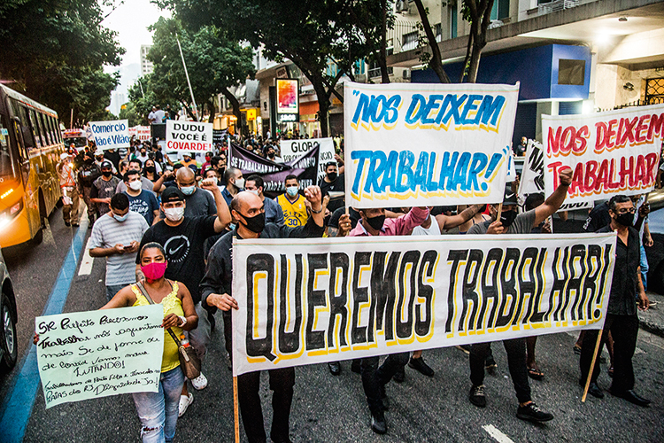 RESISTÊNCIA -Protesto no Rio: a restrição de atividades ainda é ponto polêmico no combate ao coronavírus -