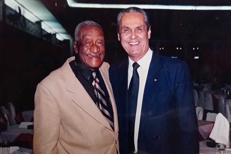 Em homenagem, Barbosa ao lado de Gylmar dos Santos Neves -