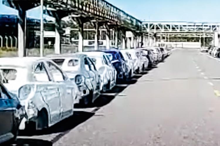 SUCATA -Fábrica da Ford em Camaçari: carcaças de veículos abandonadas -