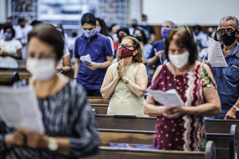 ESPERANÇA -Igreja no Rio de Janeiro: a maioria dos brasileiros relata que passou a rezar mais durante a crise -