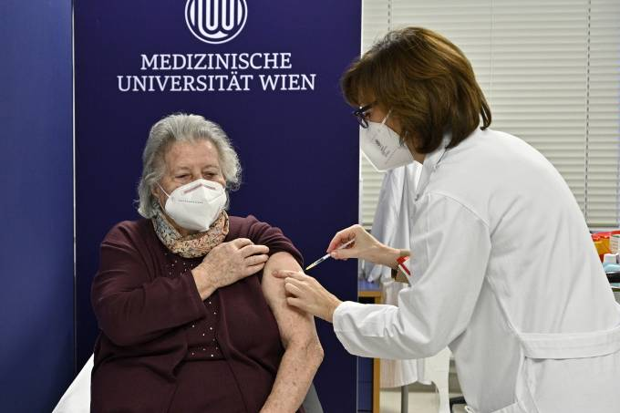 First covid-19 vaccinations in Vienna