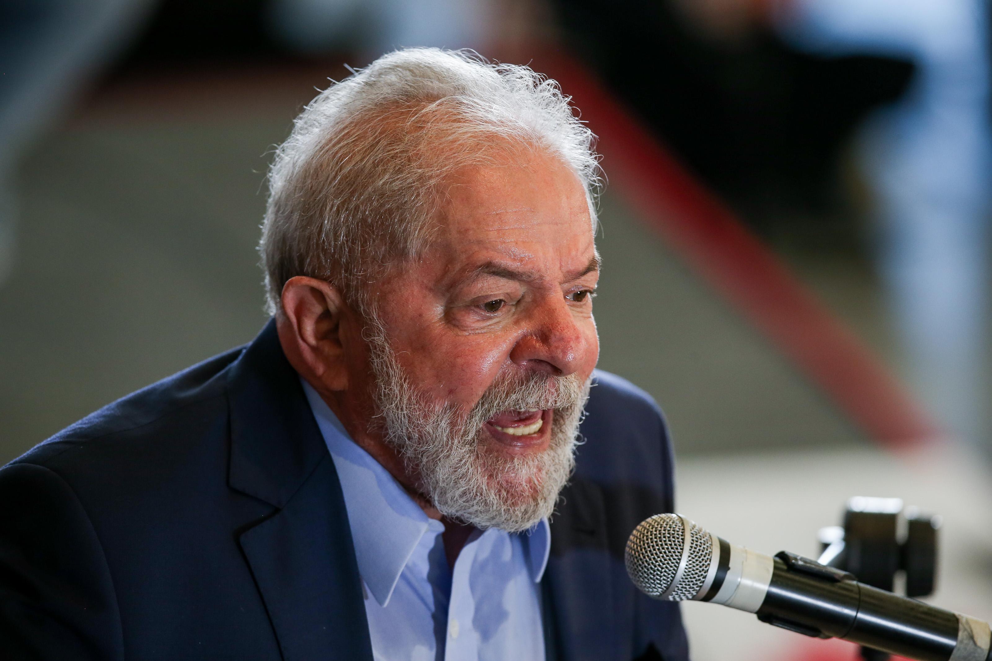 Lula conversa, articula, viaja, mas garante que não está em campanha | VEJA