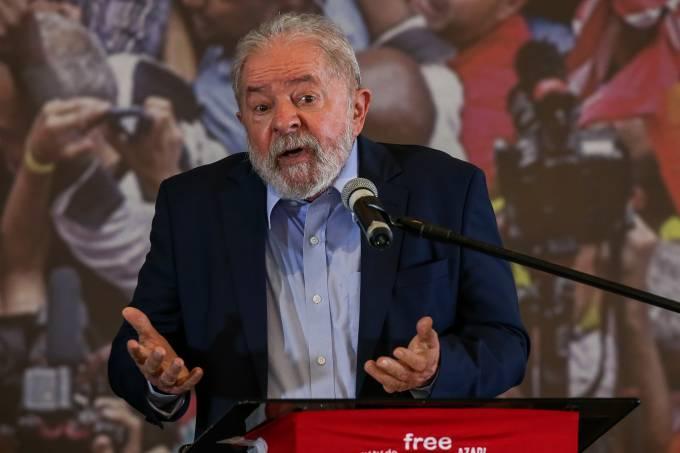 Lula durante entrevista coletiva no Sindicato dos Metalúrgicos, em São Bernardo do Campo –