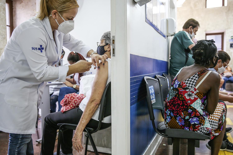 RESULTADO -Vacinação: no Rio, queda de 20% de internações entre idosos com mais de 90 anos já imunizados -