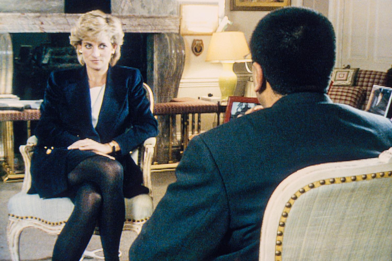 """EXPOSIÇÃO -Diana na entrevista de 1995: ao falar que havia """"três pessoas"""" no seu casamento, caiu nas graças do público -"""