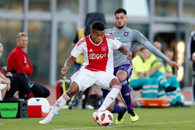 Ajax, do brasileiro David Neres, contra o Anderlecht durante amistoso em 2018