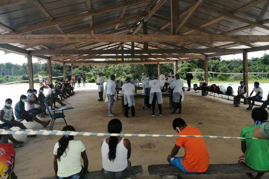 Vacinação na aldeia de Tacaruá-Igarapé -