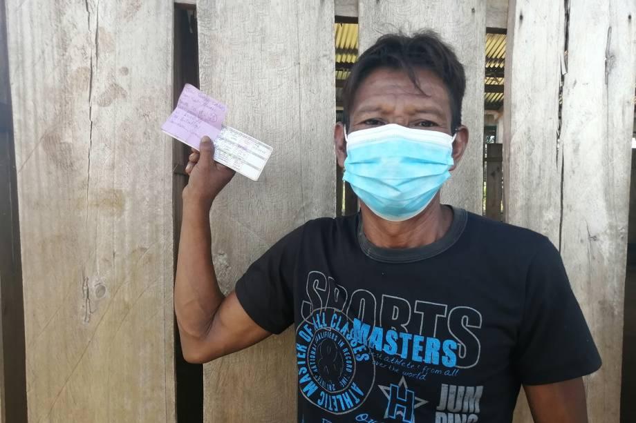 """""""Vi que era uma doença que as pessoas não podem ficar perto e que afeta o pulmão. Cheguei e contei para o pessoal. Fui agente indígena de saúde por 14 anos e ajudei a tribo entender um pouco o que era o coronavírus"""", conta Julio Seabra Caldas, de 39 anos -"""