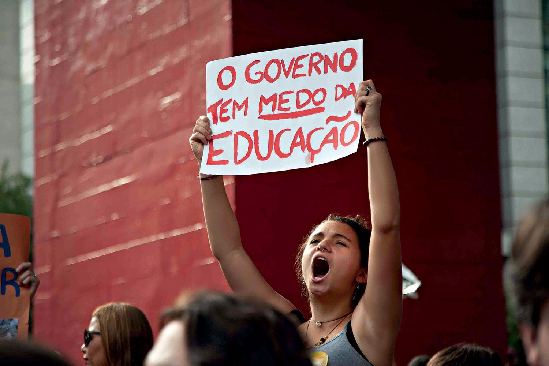REAÇÃO -Protesto de estudantes: contra a escolha de reitores alinhados com o Planalto -