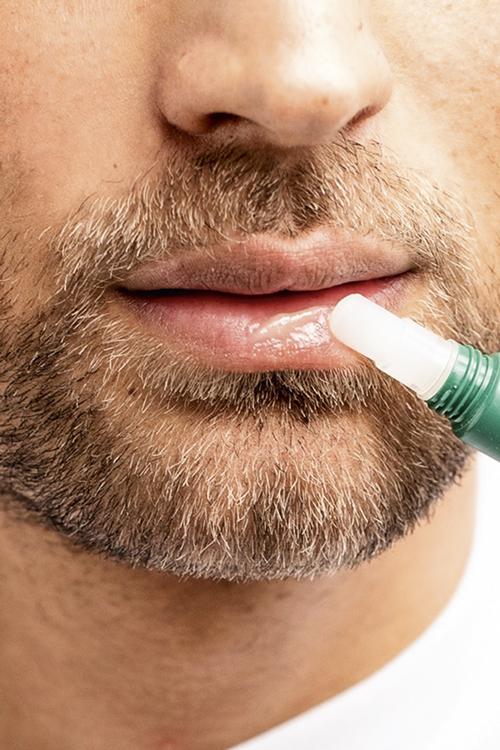 LÁBIOS QUE BEIJEI - O bálsamo labial da britânica Shakeup concede brilho e aumenta o volume, além de ter fator protetor contra os raios ultravioleta -