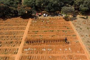 Cemitério da Vila Formosa, o maior da América Latina e responsável pelo sepultamento da maioria dos óbitos causados pela Covid-19 na cidade de São Paulo -