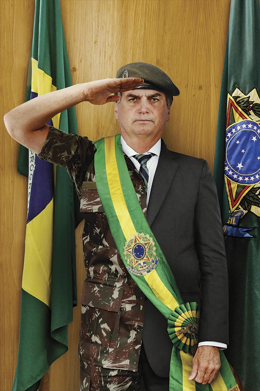 IMAGEM - Bolsonaro: a população o vê mais como militar do que como civil -