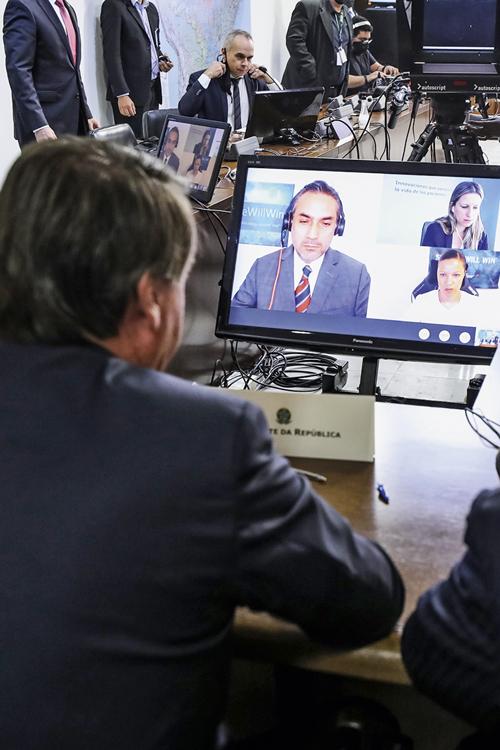 CARA A CARA- Bolsonaro e o CEO da Pfizer: o governo, enfim, propõe contrato -