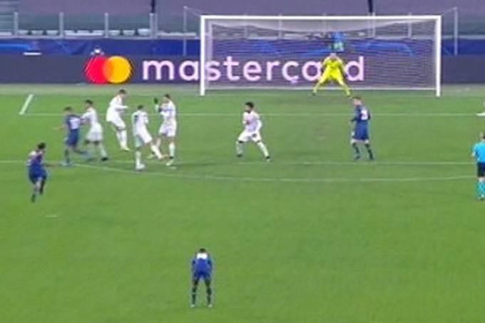 Cristiano e Morata viraram de costas no gol da classificação do Porto